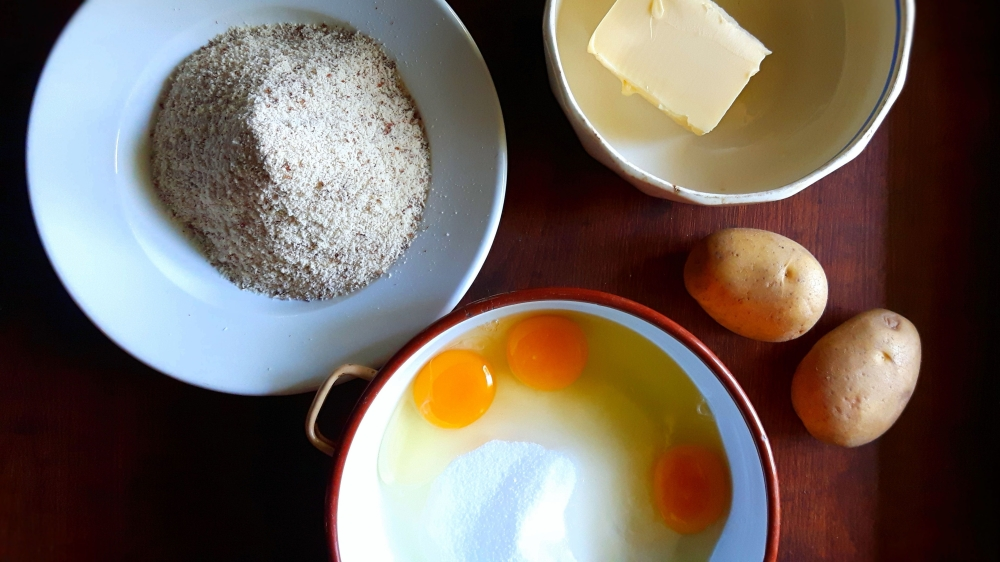 Ingredients for the potato cake